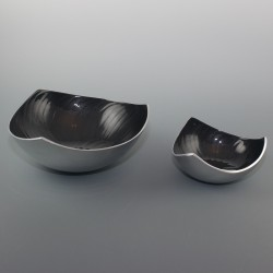 Aluminium bowl with hole pattern
