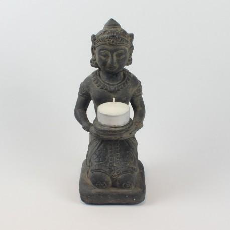 Knælende buddha i sten
